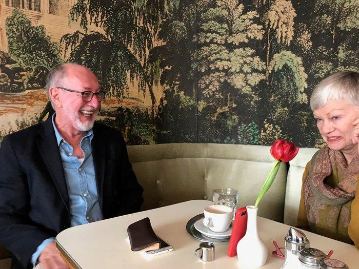 Jim Sullivan im Café