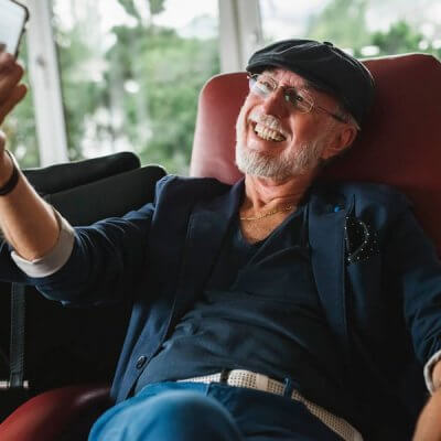 Jim Sullivan im Sessel