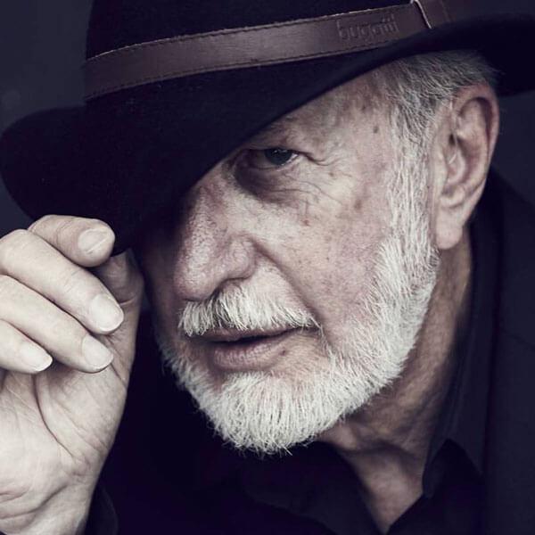 Senior-Model Jim Sullivan mit Hut