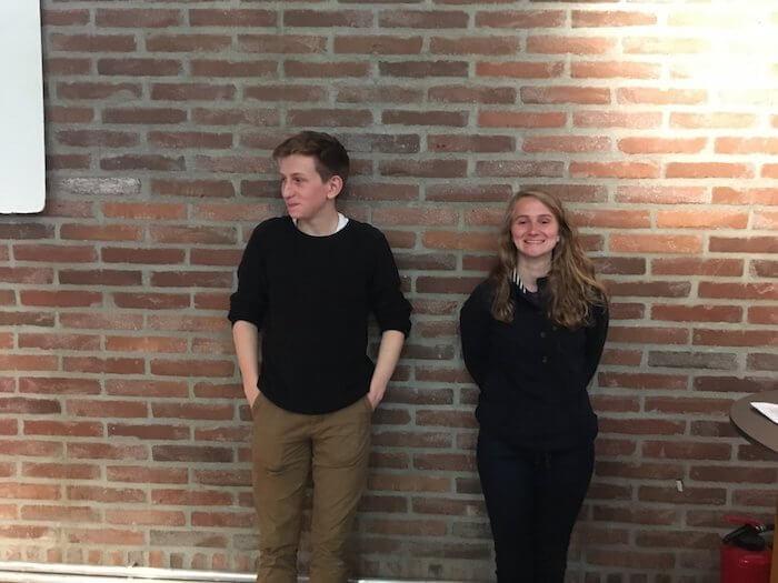 """Die """"Digital Natives"""" Tanja und Friedrich sprangen ein, wo Hilfe nötig war. Foto: Anne BauerDie """"Digital Natives"""" Tanja und Friedrich sprangen ein, wo Hilfe nötig war. Foto: Anne Bauer"""