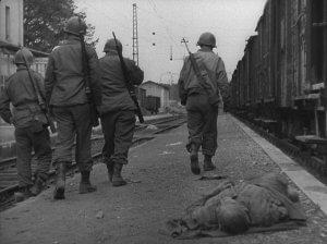 Die Amerikaner entdecken Viehwaggons voller toter KZ-Häftlinge. Foto: Stephan Bleek