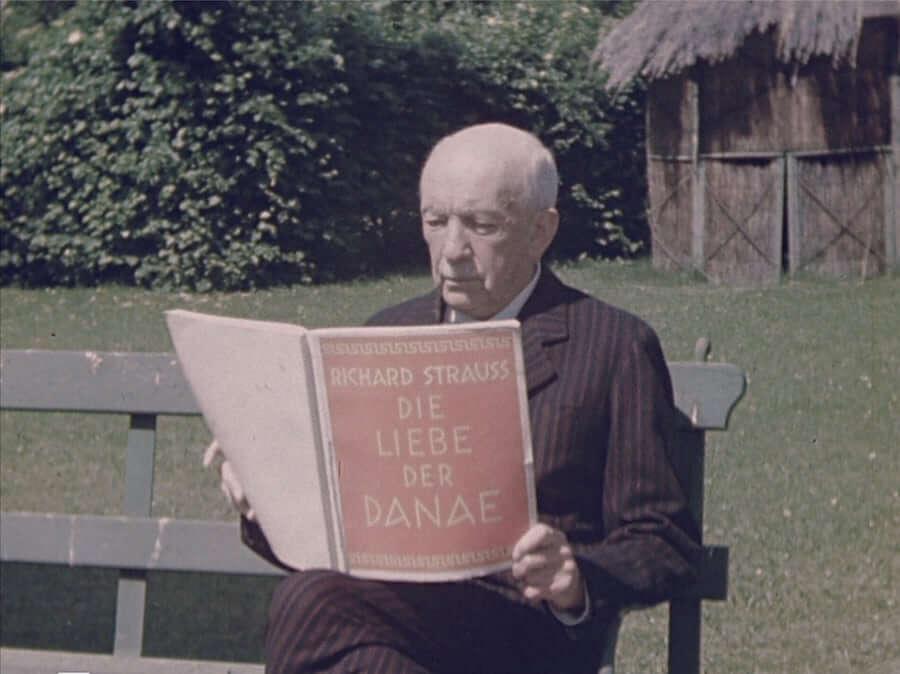 Strauss liest in der Partitur der