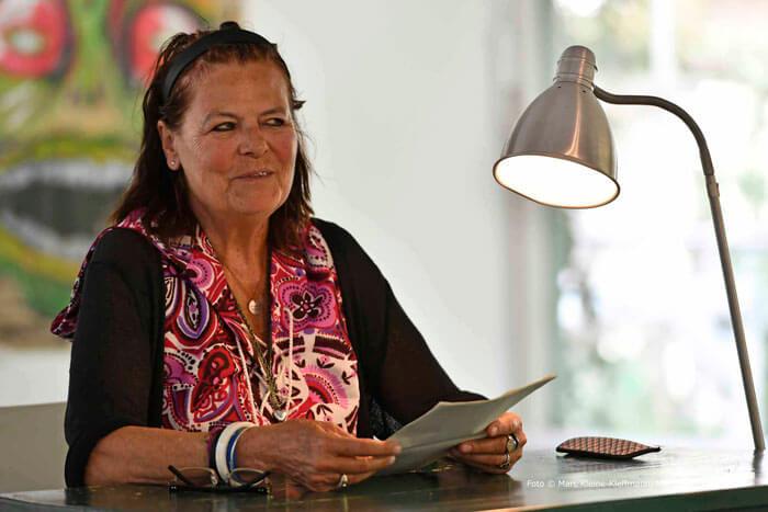Dodo Lazarowicz bei der Lesung von eigenleben.jetzt-Macher/innen anlässlich des Köşkivals. Foto: Marc Kleine-Kleffmann