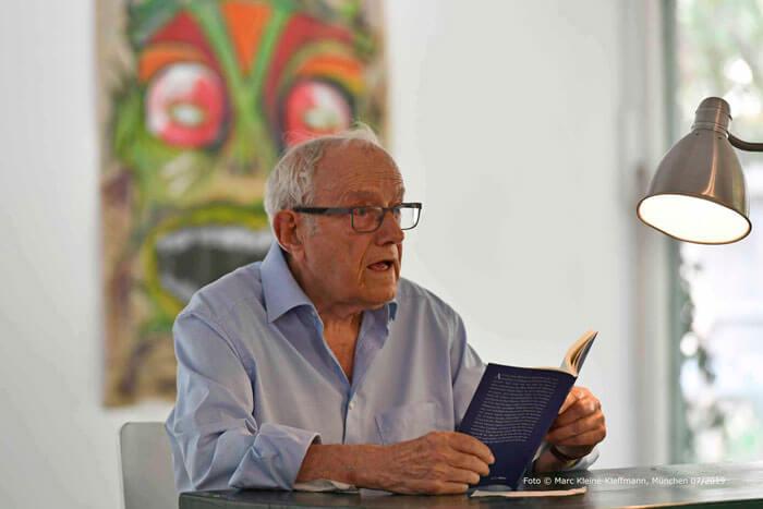 Immer wieder gerne liest Markus Dosch aus seinen selbst verlegten Büchern. Foto: Marc Kleine-Kleffmann