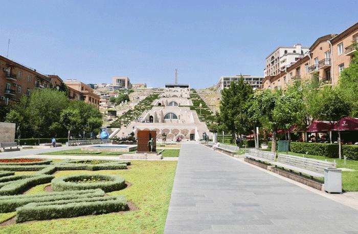 Die große Kaskade in Jerevan ist eine gigantische Treppe aus Kalkstein, die in 8 Leveln aufgeteilt ist. Foto: Christian Callo.