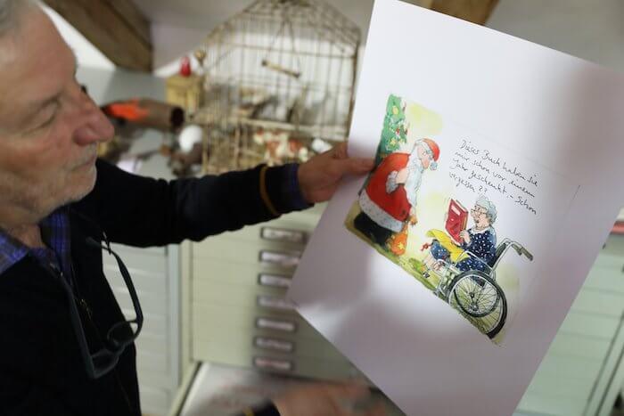 """""""Dieses Buch haben Sie mir schon vor einem Jahr geschenkt. – Schon vergessen??"""" Ein Blatt aus dem Demensch-Kalender. Foto: Anne Bauer"""