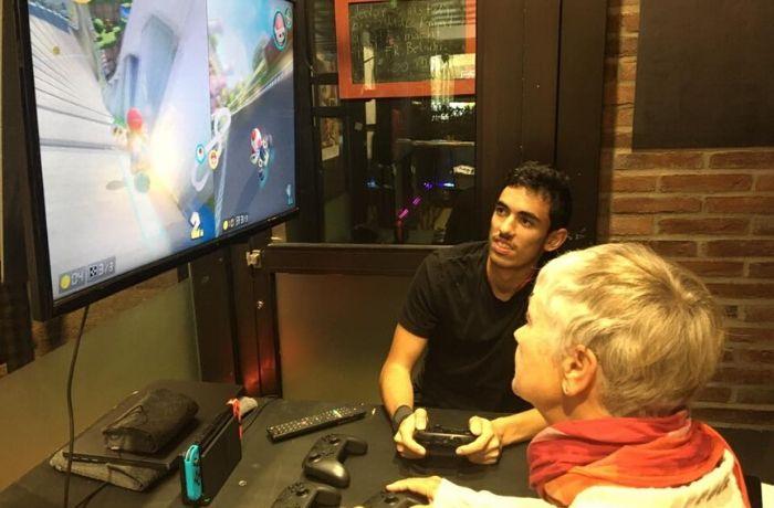 Intelligente Comupterspiele bringen Jung und Alt zusammen.