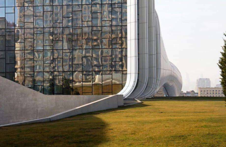 Eine Stadt architektonischer Kontraste.
