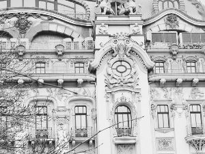 Auffwändige Hausfassade.