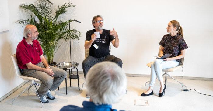 Hajo Bahner, Tom von Wittern und Friederike Streib im Gespräch.